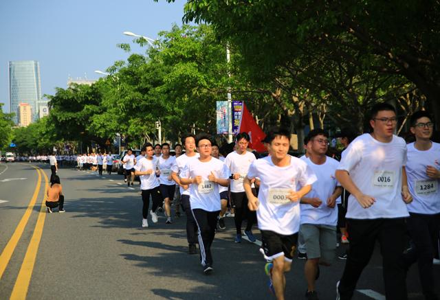 """厦门软件园""""一品威客杯""""健康马拉松赛活力开跑"""