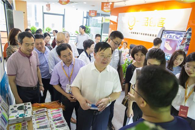 致公党中央副主席曹鸿鸣一行莅临一品威客考察调研